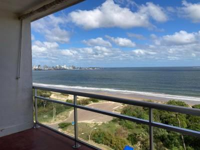 Hermosa vista directa al mar en primera línea