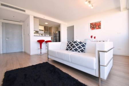 Excelente apartamento con muy buena ubicación, frente al hotel Casino Conrad y el mar de Playa Mansa.