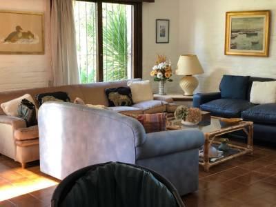 Excelente oportunidad!!! 3 dormitorios 2 baños + dependencia de servicio . barbacoa con parrillero. u$s 240.000