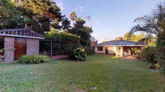 Casa en venta en excelente estado de conservaciòn