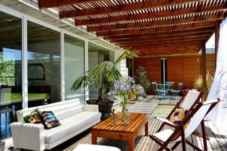 BARRIO ARBOLADA 3 dormitorios, 2 baños, 1 suite, living comedor, cocina, estacionamiento.