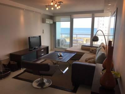 Departamento con  living comedor , cocina ,   2 dormitorios , 2 baños en suite , toilette , dependencia de servicio con baño , balcon con vista al mar , servicio de mucamas , barbacoas cerradas en piso 24 con la mejor vista de punta del este