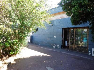 MALDONADO, Exelente punto comercial sobre Avenida! Local comercial, más casa y garage.