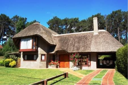Casa en Punta del Este, LUGANO, muy linda zona, ideal vivienda permanente, próximo a Shopping