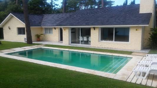 Casa en Playa Mansa en Venta Punta del Este, Reciclada