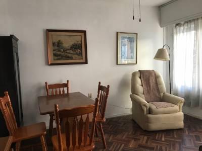 Un dormitorio con muebles a metros de 21 de Setiembre!