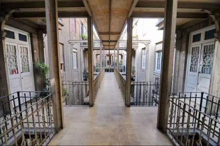 Precioso apartamento en edificio histórico patrimonial ubicado en muy buen punto entre Centro y Ciudad Vieja.