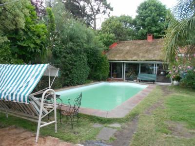 Preciosa casa padrón único, zona colegios, piscina.