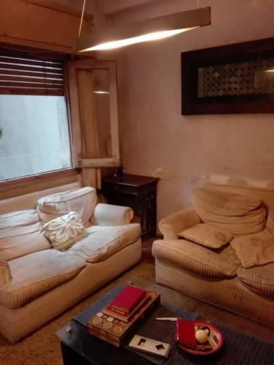 Casa de tres dormitorios en muy buen punto de Pocitos.
