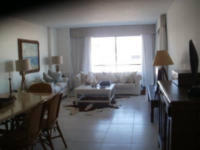 Apto de 3 suites a dos cuadras de Montoya