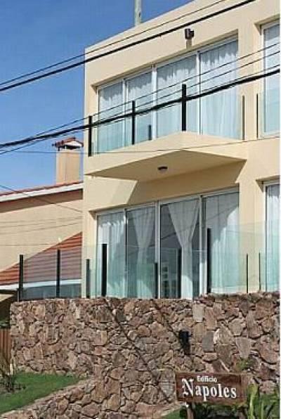 Apartamento en Manantiales, 3 dormitorios *